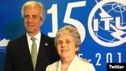 María Auxiliadora Delgado, esposa del presidente de Uruguay Tabaré Vázquez, era una funcionaria jubilada. Tuvieron cuatro hijos.