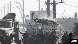 Ostaci autobusa koji je Taliban napao tokom razmene vatre, Kabul, Avganistan, 19. decembar 2010.