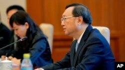 Consejero de Estado chino, Yang Jiechi. La llamada telefónica se produjo doce días después de la que mantuvieron Trump y el presidente chino, Xi Jinping, y que fue clave para bajar la temperatura en la relación entre las dos potencias.