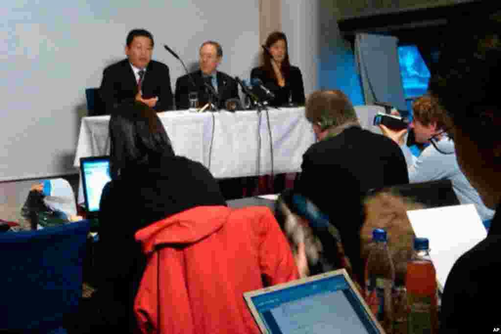支持政治犯的法律组织现在就自由在诺贝尔和平奖颁奖典礼后举行记者会,呼吁中国政府释放刘晓波,解除对刘霞软禁,并恢复其他刘晓波支持者和维护权人士的自由