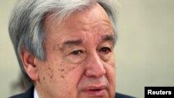 Sekretè Jeneral l'ONU an, Antonio Guterres, ki t ap asiste yon sesyon Komisyon Dwamoun l'ONU an, nan vil Jenev, an Suis, nan dat 24 avril 2020 an. (Foto: REUTERS/Denis Balibouse).