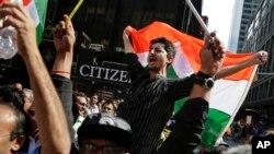 Sledbenici indijskog novog premijera Narendre Modija u Njujorku gledaju prenos Modijevog govora u Medison Skver Gardenu