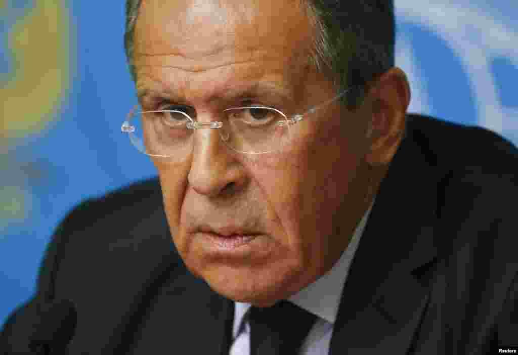 Rusiya xarici işlər naziri Sergey Lavrov mətbuat konfransında - Moskva, 25 avqust, 2014