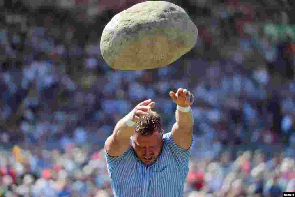 د تیږې ویشتلو نامتو ورزشکار، مارتین جکوبر وکولی شول ۸۳ کیلو تیږه لرې وغورځوي.