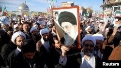Foto distribuida por la prensa estatal israelí de una manifestación progubernamental en Irán.