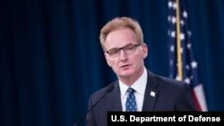 美國海軍部代理部長莫德利(Thomas Modly)宣布將羅斯福號航母艦長解職(美國國防部2020 年4月1日照片)