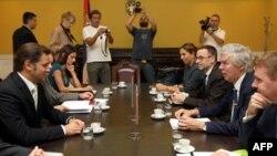 Šef tima Vlade Srbije za dijalog s Prištinom Borislav Stefanović i posrednik Evropske unije u pregovorima Robert Kuper razgovaraju u Ministarstvu spoljnih poslova Srbije