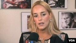 Lilian Tintori realiza visita para exponer la situación de su esposo encarcelado desde febrero.