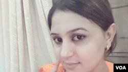 اداکارہ سنبل جنہیں ہفتے کے روز مردان میں قتل کر دیا گیا۔ فائل فوٹو