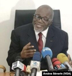 Martin Mberi, président du Conseil national de dialogue, à Brazzaville, le 19 octobre. (VOA/Arsène Séverin)