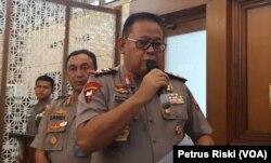 Kapolda Jawa Timur Irjen Pol Luki Hermawan memberikan keterangan pers terkait penetapan tersangka terkait kasus Papua (Foto:VOA/Petrus Riski).