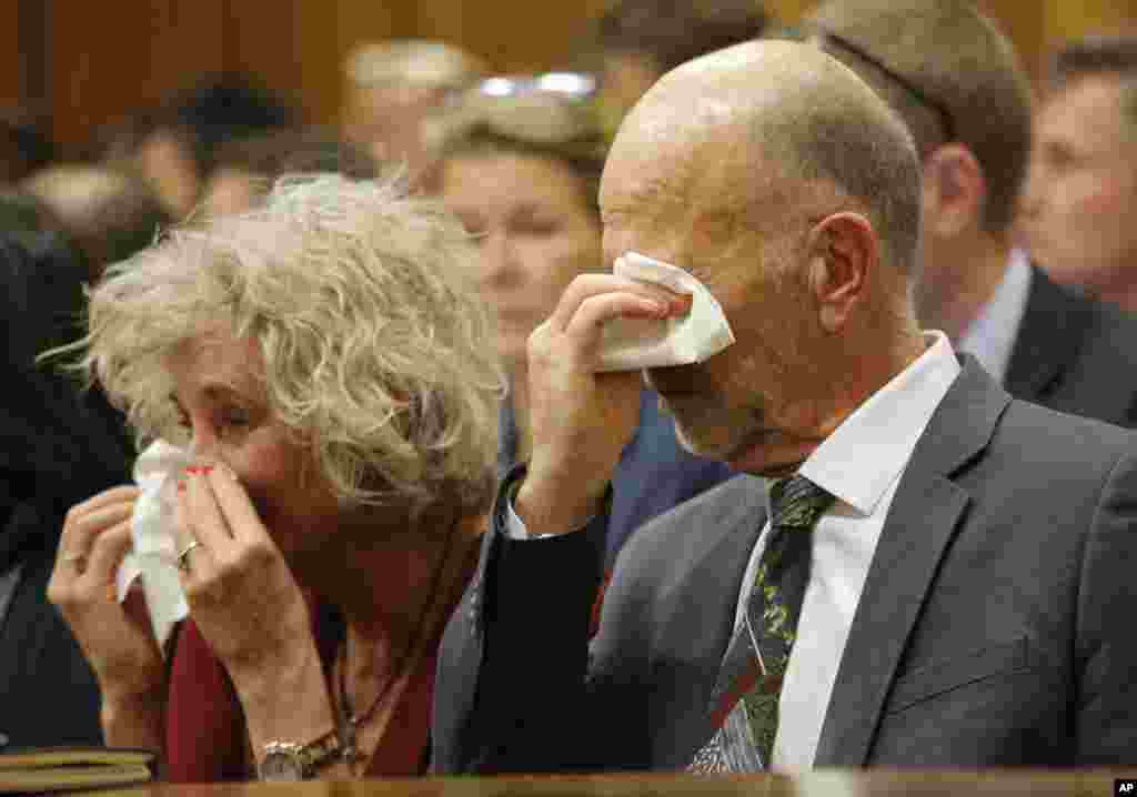 Family members, including uncle Arnold Pistorius, right, cry as they listen to Oscar Pistorius testifying in court in Pretoria, April 8, 2014.