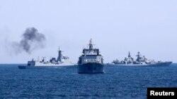 Tàu chiến Trung Quốc trong một đợt tập trận trên biển.
