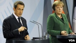 Presiden Perancis Nicolas Sarkozy (kiri) dan Kanselir Jerman Angela Merkel mengusulkan perubahan dalam perjanjian Uni Eropa.
