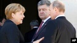 Ангела Меркель, Петр Порошенко и Владимир Путин (архивное фото)
