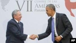 AQSh (Barak Obama) va Kuba (Raul Kastro) rahbarlari Panamada uchrashmoqda, 11-aprel, 2015-yil