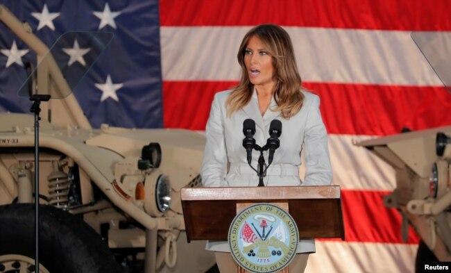 Melania Trump habla a soldados de la base Fort Bragg en Carolina del Norte, el 15 de abril de 2019.