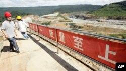 Một công trình xây đập của Trung Quốc ở sông Tatay, tỉnh Koh Kong, cách Phnom Penh 210 km về phía Tây.