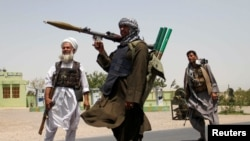Mujahidên Afghan piştevaniya hikûmetê dikin li dij çekdarên Taliban,10ê Temuzê, 2021.