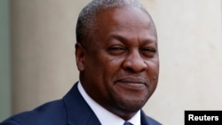 Ghana's President John Dramani Mahama arrives for a meeting with France's President at the Elysee Palace in Paris, May 28, 2013 file photo.