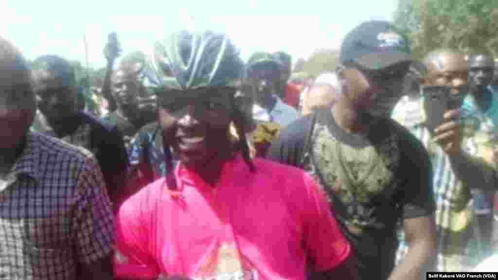 Le cycliste burkinabè Abdoul Aziz Nikièma, vainqueur de la 6e étape à Bobo-Dioulasso.