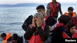 소형보트를 타고 에게 해를 건넌 시리아 난민들이 지난 25일 그리스 레스보스 섬에 도착했다.