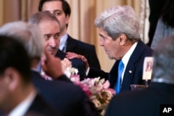 Jordan's Foreign Minister Nasser Judeh, left, talks with Secretary of State John Kerry during a State Department dinner for Nuclear Security Summit delegation guests, in Washington, March 31, 2016.