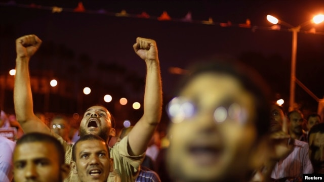 Supporters of deposed Egyptian president Mohamed Morsi shout anti-army slogans during a protest in Cairo July 11, 2013.