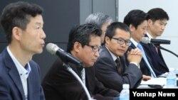 한국 서울글로벌센터에서 1일 열린 '제1회 한중 서울평화포럼'에서 김영환 시대정신 편집위원(왼쪽)이 발언하고 있다.
