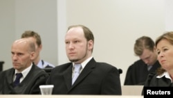 Norwegian mass killer Anders Behring Breivik (C), seated between his defense lawyers Geir Lippestad (L) and Vibeke Hein Baera (R), looks on before prosecutors deliver their closing arguments in a court in Oslo, June 21, 2012.