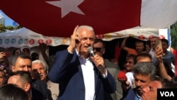 AKP candidate Binali Yildirm seeks to rally the base saying the opposition stole his victory in March poll for Istanbul mayor. (VOA/D. Jones)