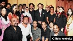 رحمٰن ملک اور پاکستان - بھارت سوشل میڈیا کانفرنس کے شرکاء کا گروپ فوٹو