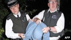 Двое британцев осуждены за публикацию призывов к погромам