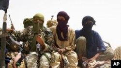 """""""信仰捍卫者""""武装分子在廷巴克图古城外"""