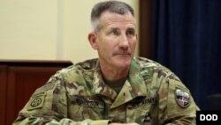 """جان نکلسن فرماندۀ نیروهای ناتو در افغانستان می گوید """"افراد القاعده هرجای باشند، از بین می بریم""""."""