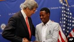 U.S. Secretary of State John Kerry talks to 2013 Boston Marathon winner Lelisa Desisa Bentiin, in Addis Ababa, Ethiopia, May 26, 2013.