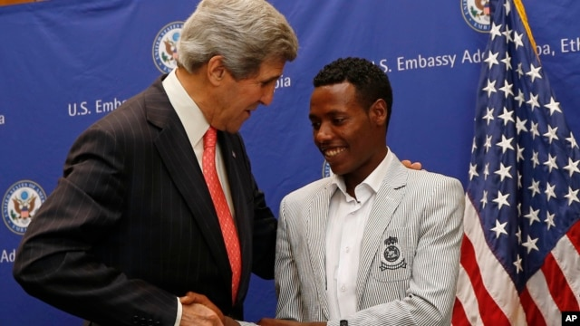 U.S. Secretary of State John Kerry talks to 2013 Boston Marathon winner Lelisa Desisa Bentiin, in Addis Ababa, Ethiopia, May 26, 2013.