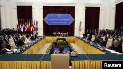美国总统奥巴马11月19日在金边出席东盟峰会