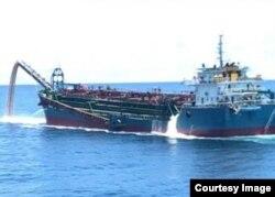 台湾海巡署查扣的中国抽砂船,大多停泊在高雄市的兴达港码头,船满为患。(台湾海巡署提供)