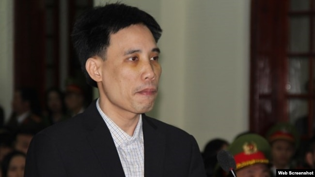 Nhà hoạt động Hoàng Đức Bình bị tuyên án 14 năm tù, ngày 6/2/2018 (Báo Nghệ An)
