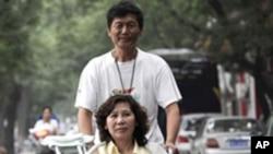 北京著名维权人士倪玉兰和丈夫董继勤(资料照片)