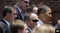 Beberapa anggota Secret Service nampak mengelilingi Presiden Barack Obama ketika menemui para pendukungnya dalam kampanye pemilihan presiden di Missouri (foto: dok).