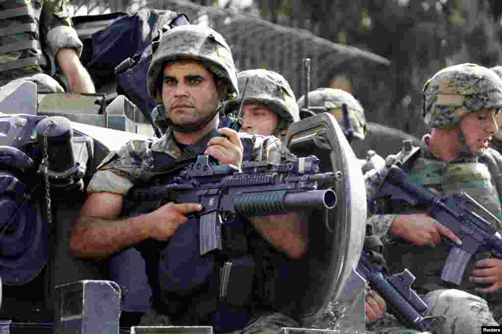 Lebanese army soldiers secure an area where clashes between the army and Sunni Muslim gunmen took place in Beirut, October 22, 2012.