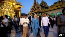 Клинтон призвала Бирму прекратить связи с КНДР