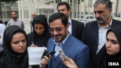 سعید مرتضوی پیش از ورود به دادگاه