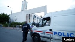 France mosque police