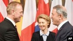 دیدار پاتریک شاناهان سرپرست وزارت دفاع آمریکا با وزیران دفاع آلمان (راست) و دانمارک (نفر وسط) در شهر مونیخ آلمان - ۲۶ بهمن ۱۳۹۷