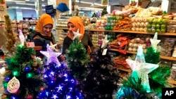 Рождественские украшения в одном из магазинов в Багдаде