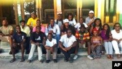 """Jovens que participaram num encontro, realizado em Maputo, do """"Movimento Solidário do FB"""""""