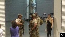 Polisi Garland di Curtis Culwell Center, lokasi penembakan Minggu lalu di Texas. Para pelaku diduga terinspirasi oleh ISIS lewat media sosial.